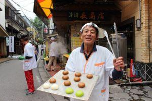 image10 300x200 草津温泉のお土産といえば?ウワサの「まんじゅうロード」!