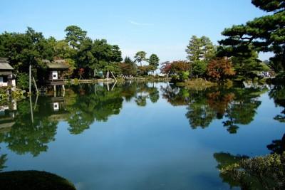 兼六園 400x266 話題沸騰中!北陸新幹線で【春の金沢】に日帰りで行ってみる。