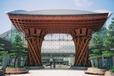 金沢駅2 400x270 話題沸騰中!北陸新幹線で【春の金沢】に日帰りで行ってみる。